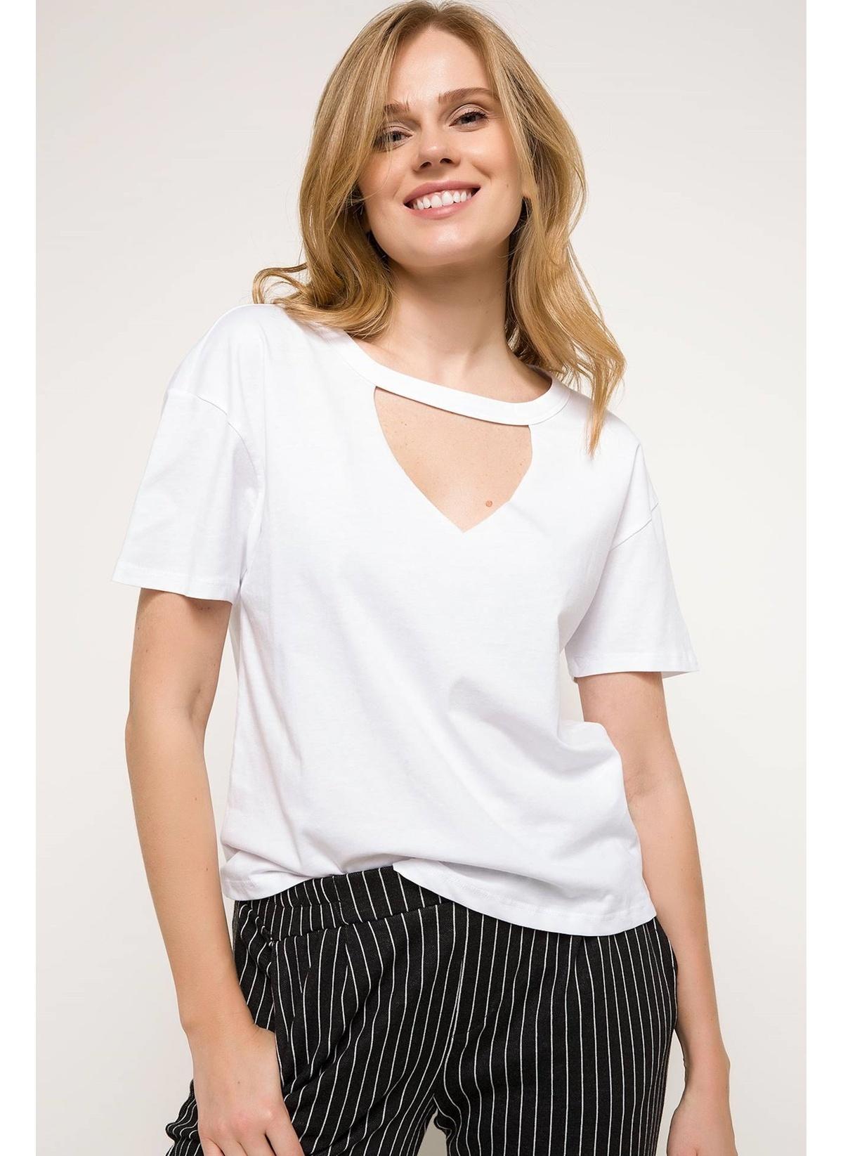 Defacto Choker Detaylı T-shirt I4218az18spwt34t-shirt – 19.99 TL